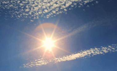 Termometri shënon 30 gradë Celcius, si do të jetë moti sot
