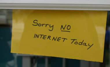 Çfarë po ndodh me internetin në Shqipëri një natë para zgjedhjeve?