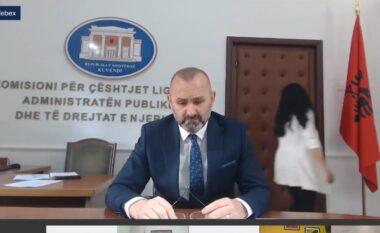 """""""Sot është mbledhja e parë pa ty"""", Ulsi Manja përlotet teksa sheh hozhin me foto për Bashkim Finon (VIDEO)"""