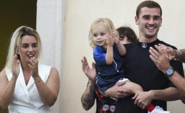 3 fëmijë të lindur në të njëjtën ditë, Griezmann bëhet sërish baba dhe hyn në rekordin e Guiness