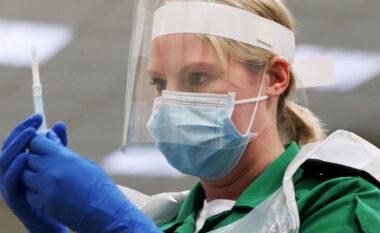 Britania vaksinon gjysmën e popullsisë kundër Covid-19