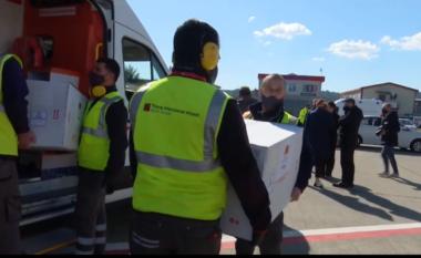 Mbërrijnë në Rinas 100.000 vaksina kineze, Rama: U vonuan për shkak të çmendurisë së kontrollorëve (VIDEO)