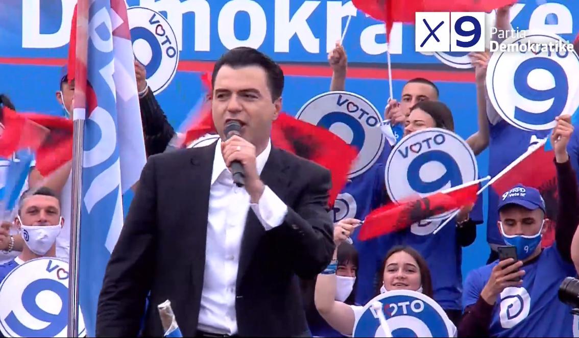 """Basha shkon në Vlorën e kryeministrit, pritet me thirrjet """"Rama ik"""""""