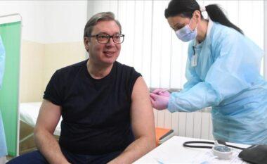 Presidenti Vuçiç merr vaksinën kineze kundër COVID-19