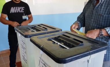 ELBASAN/ Hapen qendrat e votimit, votojnë qytetarët e parë