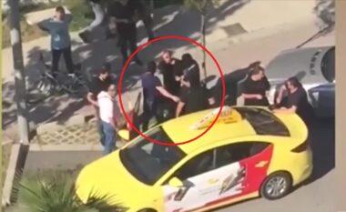 Blindohet zona e plazhit në Durrës: Kris arma pas konfliktit, shihni si arrestohet autori (VIDEO)