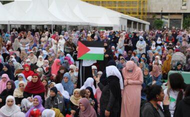 Myslimanët shqiptarë solidarizohen me ngjarjet e rënda në Palestinë, ngrenë flamurin e tyre në shesh
