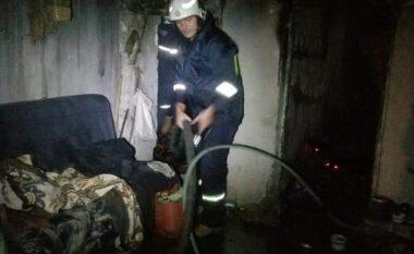 Shpërthen bombola e gazit në Belsh, banesa përfshihet nga flakët (FOTO LAJM)