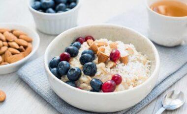 Tre ushqimet që përmbajnë më shumë kalcium se qumështi