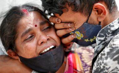 India e gjunjëzuar përballë pandemisë, në 24 orët e fundit vdiqën 4,187 pacientë