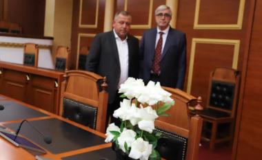 I gjithë Kuvendi në këmbë, mbahet 1 minutë heshtje për vdekjen e Bashkim Finos