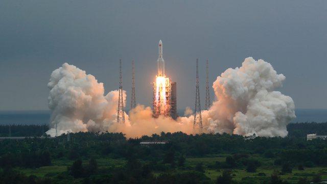LIVE/ Ende po lëviz në hapësirë, vendi ku mund të bjerë raketa kineze (VIDEO)