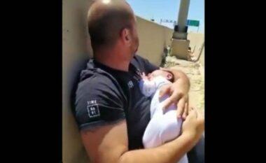 Rrëqethëse: Babai mban foshnjën e porsalindur fort në krahë duke u përpjekur ta mbrojë nga raketat (VIDEO)