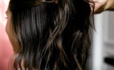 Hap pas hapi, si të bëni modelin e flokëve që do t'ju shpëtojë gjithë verës (FOTO LAJM)