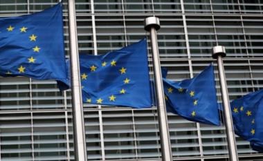 """Lëvizja e qytetarëve në BE: Ndryshojnë kriteret e udhëtimeve, cilat vaksina """"bëjnë punë"""""""