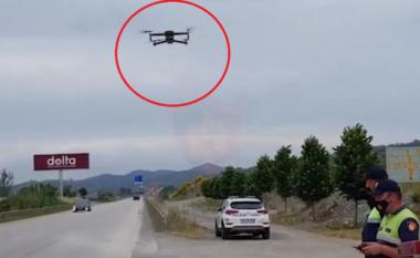 Policia nis monitorimin e akseve rrugore me dron, ndëshkohen 93 drejtues mjetesh për 1 orë (VIDEO)