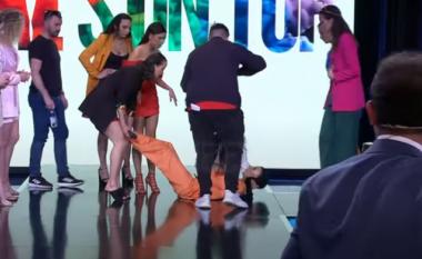 """Konkurrentja e """"She's on top"""" bie në tokë, humb ndjenjat në mes të skenës (VIDEO)"""