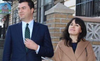 """Festë në familjen e Bashës, Aurela publikon foton e """"ëmbël"""" krah kryedemokratit (FOTO LAJM)"""