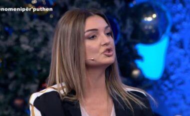Futi telefonin në mes të këmbëve, video e autores së Për'Puthen që bëri xhiron e rrjetit (VIDEO)