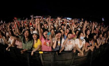 Epiqendra e virusit, Wuhan-i i thotë lamtumirë Covid-19 me koncertin me mijëra njerëz (FOTO LAJM)