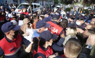 Protesta në qendër të Tiranës për Palestinën, dalin pamjet nga konfrontimi me Policinë (FOTO LAJM)