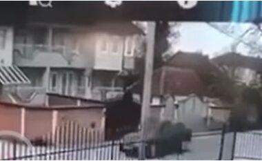 Pamje të rënda: Momenti kur makina përplas për vdekje vogëlushen në Kosovë (VIDEO)