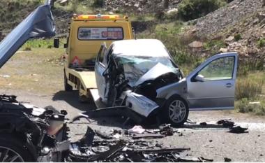 Një i vdekur dhe 2 të plagosur, dalin pamjet nga aksidenti i rëndë në Milot (VIDEO)