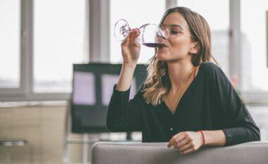Si ndikon alkooli me psikologjinë tuaj