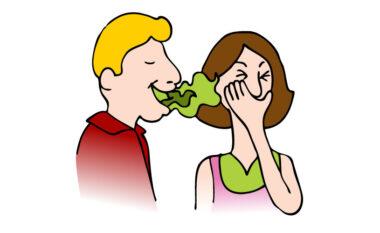 Tre ushqime që neutralizojnë aromën e keqe të gojës