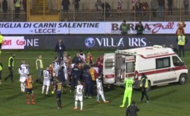 Futbollisti i kombëtares frikëson të gjithë, humb ndjenjat në mes të ndeshjes