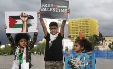 Qytetarët në Tiranë dalin në protestë në mbështetje të Palestinës: Na fal! (FOTO LAJM)