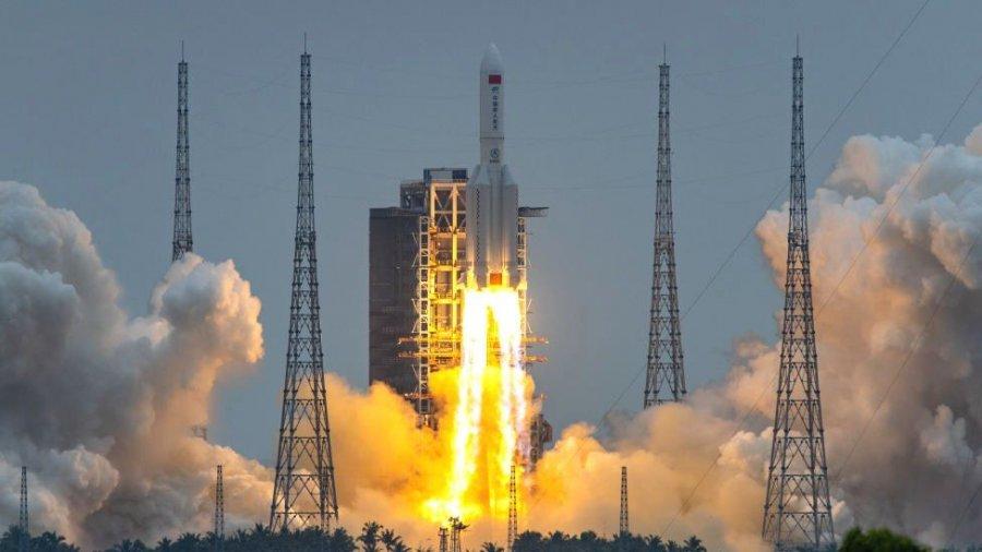 Akoma nuk dihet ku do të bjerë: Del imazhi i parë i raketës kineze në rënie të lirë drejt tokës