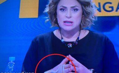 Çfarë i ka ndodhur me dorën? Eni Vasili shfaqet me kasë në kyç (FOTO LAJM)