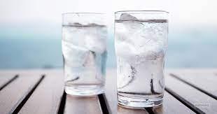 A djegim më shumë kalori kur pimë ujë të ftohtë?