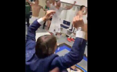 Interi pranë titullit kampion pas 10 vitesh, shihni festën e çmendur të Antonio Contes në dhomat e zhveshjes (VIDEO)