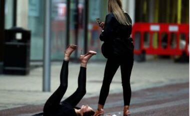 Nuk ka më covid-19? Festat e çmendura e të rinjve anglezë bëjnë xhiron e botës (FOTO LAJM)