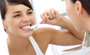 Sëmundja që shkakton rënien e dhëmbëve
