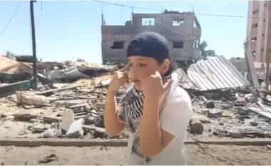 Djaloshi nga Palestina bën xhiron e rrjetit me freestyle-n e tij mes rrënojave (VIDEO)