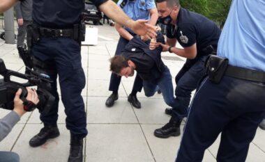 Aksioni i PSD-së te Qeveria përfundon me arrestime e përplasje me policët (VIDEO)