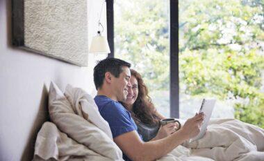 Si të krijoni një marrëdhënie besimi me partnerin tuaj