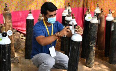 Gjesti human, 32-vjeçari shet makinën dhe blen 130 bombola me oksigjen për të sëmurët me Covid në Indi