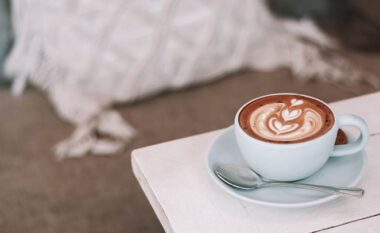 A e rrit kafeja metabolizmin?