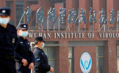 Virusi doli nga laboratori në Wuhan? Kina denoncon SHBA pas rinisjes së hetimeve