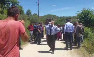 Përplasje mes banorëve dhe policisë në Lumas, një person dërgohet në spital