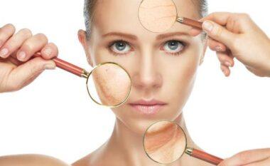 2 arsye pse makeup-i mund të përshpejtojë rrudhat: Ç'duhet të bëni