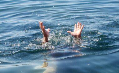 Kishte shkuar te e bija për plazh, vdes teksa futet në det 78-vjeçari në Shëngjin