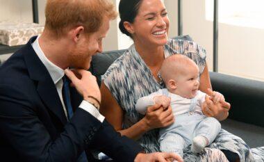 Festoi ditëlindjen e dytë, Meghan dhe Harry publikuan foton e rrallë të Archie-t