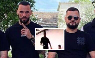 Marjus Dema me pistoletë në dorë, momenti pak para ekzekutimit të 27 vjeçarit (FOTO LAJM)