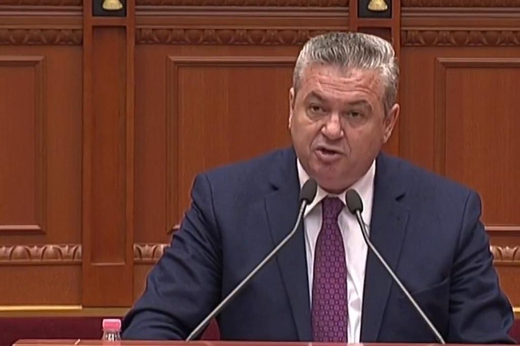 """Myslim Murrizi u nxjerr të palarat pasanikëve shqiptarë: Shkojuni në shtëpi! Kanë 7 """"hale"""" për macet"""