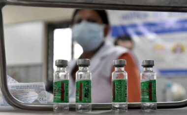 OBSH pesimiste: Viti i dytë i pandemisë mund të jetë më vdekjeprurës